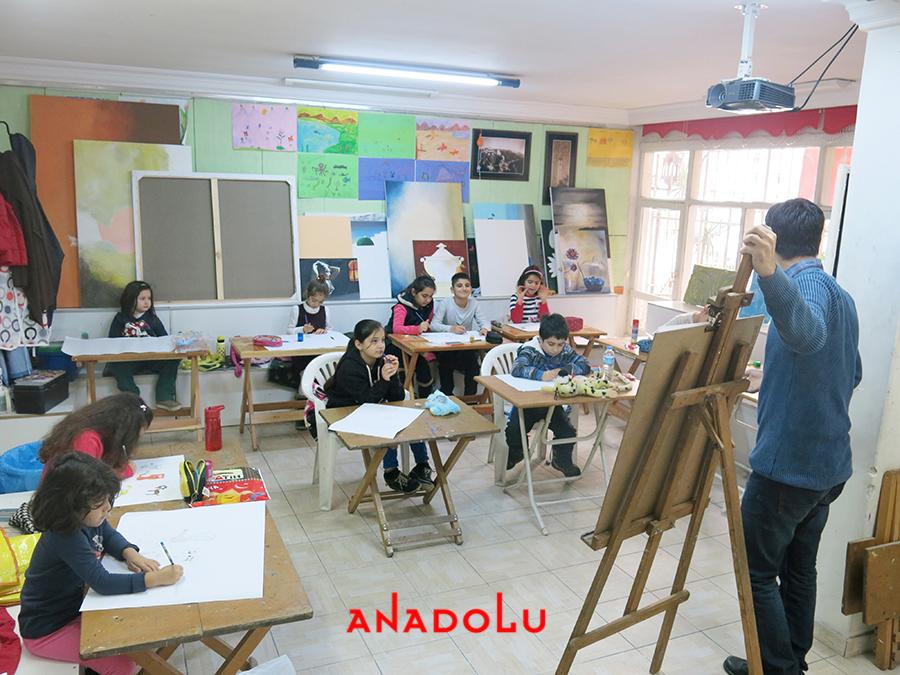 Çocuklarla Karakalem Eğitimleri Devam Etmekte Konyada