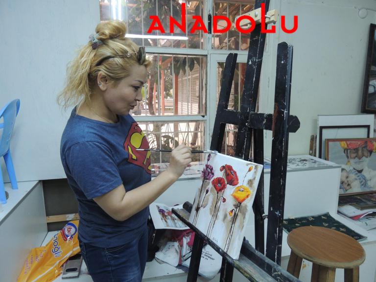 Hobi Grubu Dersi Yağlıboya Çiçekler Konyada