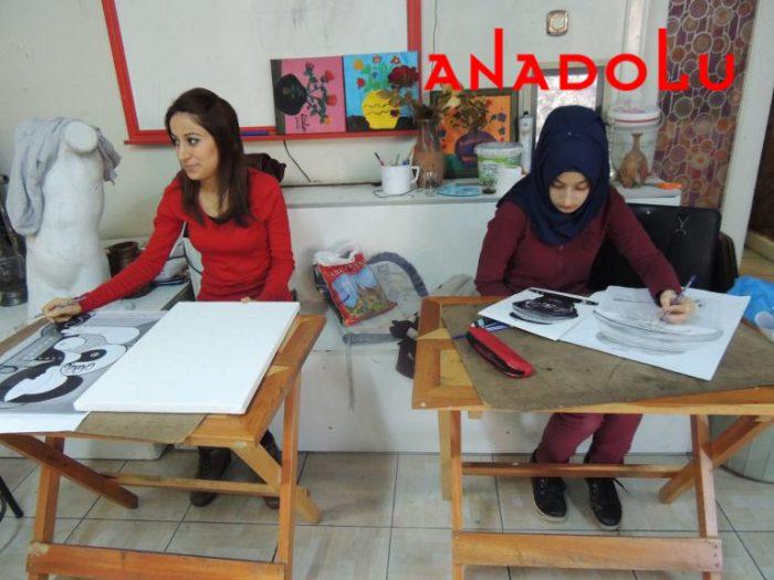 Hobi Dersi Karakalem Çalışması Konyada