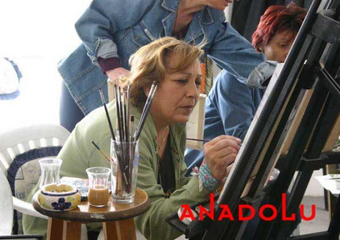 Zeliha Hanım Resim Çalışırken Konyada